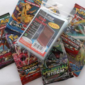 Pokemon verrassingspakket van 3 pakjes en 100 hoesjes (boosters/sleeves)
